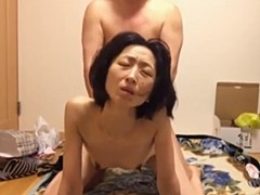 素人のスレンダー貧乳妻が旦那にバックで突かれる生活感漂う生々しく地味な性交渉