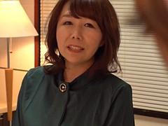 真田紗也子 義息子に覗かれている事に気付かずオナニーに没頭する五十路の巨乳継母