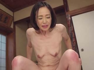 【五十路】夫の介護疲れから息子のチ○ポに癒やしを求める母。橋本美和子