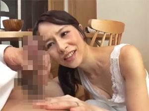 【四十路】性教育の振りして息子の肉棒を狙うムラムラお母さん。井上綾子