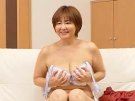 【石野祥子】若い男と遊ぶ金欲しさにAVに出て中出しまでされる垂れ乳の豊満マダム