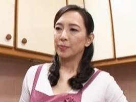 【服部圭子】息子に手取り足取り棒取り女性の扱いを仕込む美人熟母