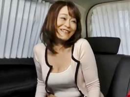 【山田富美】垂れ乳でパイパンのオバ様がフェロモンムンムンで若者喰い!