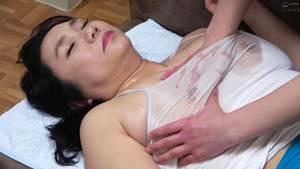 【永田成子】一人暮らしの息子の家で母子性交をする豊満母