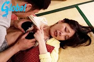【磯山恵子】野菜でオナニーをしていたら息子に見つかり挿入された五十路母