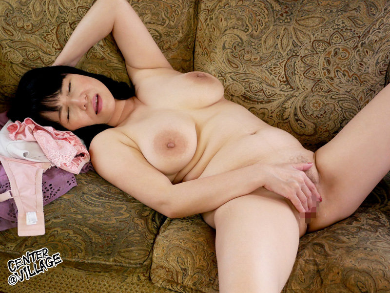 【和田百美花】若い男との中出しSEXに贅肉を揺らしてメス声を上げる爆乳マダム