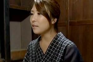 【ヘンリー塚本】再婚相手に先立たれ連れ子で慰める昭和の美人マダム