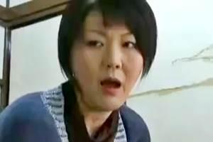 【ヘンリー塚本】若いオスの精子を飲み干すのが好きな色情マダム