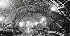 トンネル工事 先破