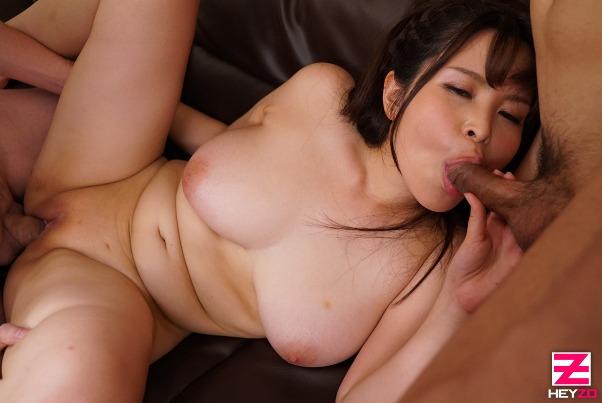 肉感たっぷりの体は男ひとりでは満足できないだろうと、大勢で楽しむことに