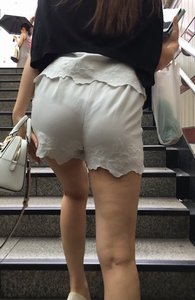 街で見かけたムラムラする尻のエロ画像 part2