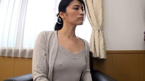 【五十路】人妻熟女ブームを知らないおばさん。無意識なノーブラ乳首ポッチに若者が欲情し中出しして熟した子宮に種付け