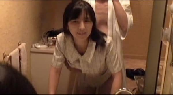 【個人撮影】よく利用する某信用金庫の窓口にいる人妻さんとガチ不倫して中出し種付けした個撮ハメ撮り動画1
