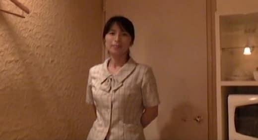 【個人撮影】よく利用する某信用金庫の窓口にいる人妻さんとガチ不倫して中出し種付けした個撮ハメ撮り動画2