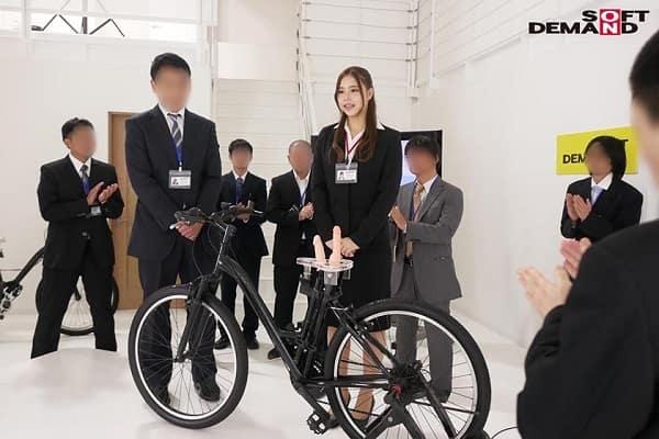 自転車のサドルにマ〇コとアナル用にディルドを装着したアクメ自転車を開発したので女子社員にテスト走行させてみる