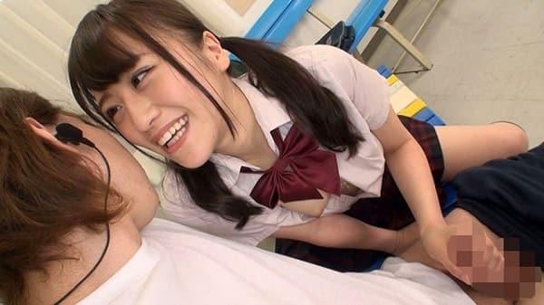 【主観】顔面をガン見しながらチ〇ポを手コキして下品な淫語連発してくる女子校生がこちら