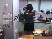 熟れすぎてごめん:【無 個人撮影】夕食の片づけしてる嫁に発情して後ろから襲って中出し!