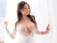 日本の熟女動画:顔も身体も、スーパーセレブ。 煌びやかなIカップ起業家 金谷うの 32歳 AV DEBUT!!
