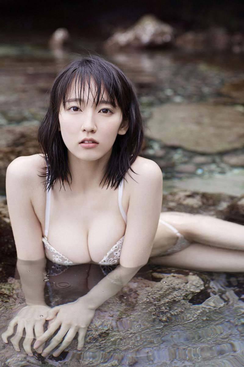 吉岡里帆のエロおっぱい画像