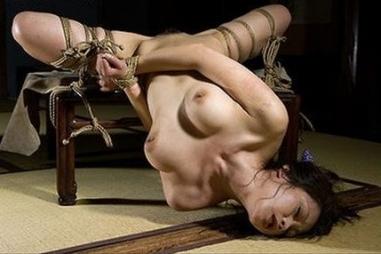 エロさの中にほんの少しの芸術性を感じてしまう昭和ロマンな緊縛画像01