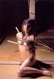 エロさの中にほんの少しの芸術性を感じてしまう昭和ロマンな緊縛画像08