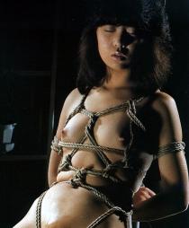 エロさの中にほんの少しの芸術性を感じてしまう昭和ロマンな緊縛画像13