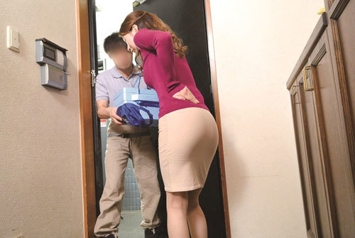 夫が単身赴任でSEXレスな奥さんが配達のお兄さんに夢中な件… 二宮和香 7