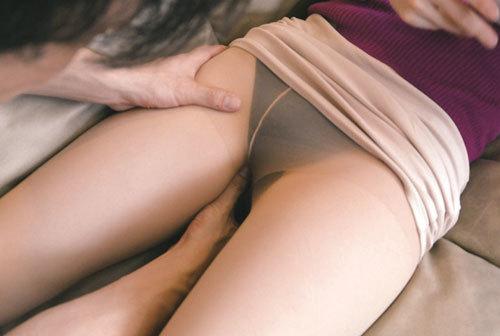 夫が単身赴任でSEXレスな奥さんが配達のお兄さんに夢中な件… 二宮和香 9