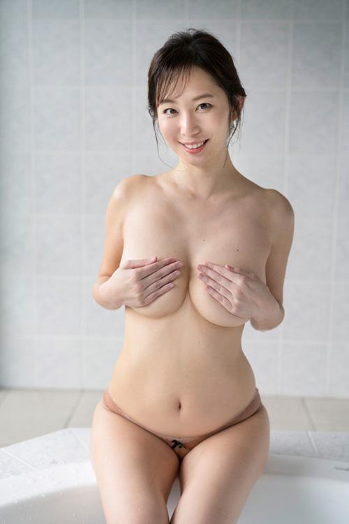 塩地美澄が新作イメビで38歳とは思えないような引き締まったグラマラスボディを見せてるぞ!