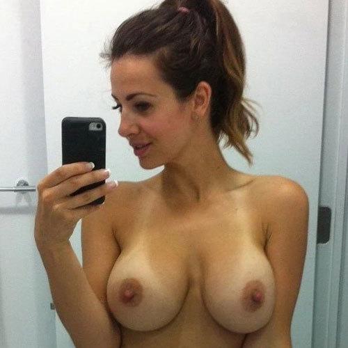 おっぱいにビキニの形がくっきり日焼け跡つけた白人さんの乳房に釘付け
