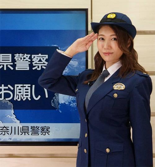 【画像】巨乳女性警官、お●ぱいがデカすぎwwww(推定Gカップ)