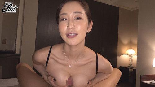 篠田ゆう 淫乱巨乳女上司とと出張先の相部屋で朝から晩まで性奴●にされた