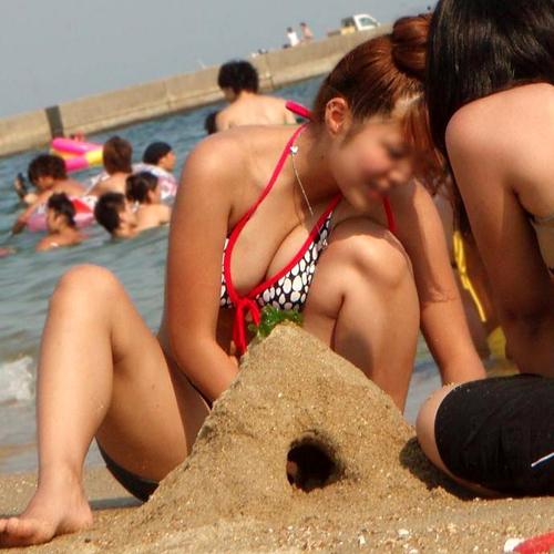 夏まで待てない!早く海へ行って素人娘のビキニ姿の生おっぱいが見た~い