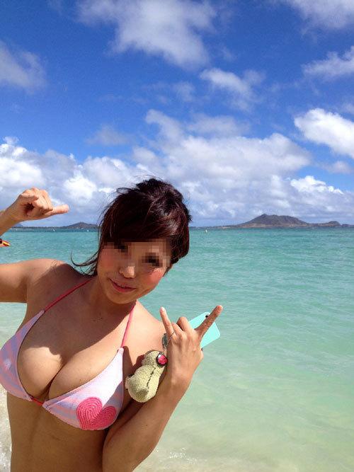 早く海で素人娘のビキニ姿の生おっぱい見たい9