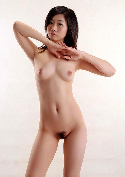 全裸でおっぱいとアンダーヘア見せるお姉さん14