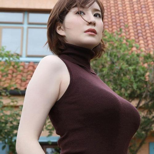 おっぱいのデカさが服のうえからでも判っちゃう着衣巨乳の破壊力が凄すぎ