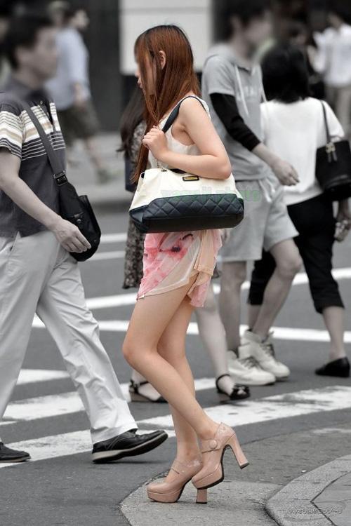 透け透けのおパンツやパン線を街中でお披露目しちゃってる子達のエロ画像