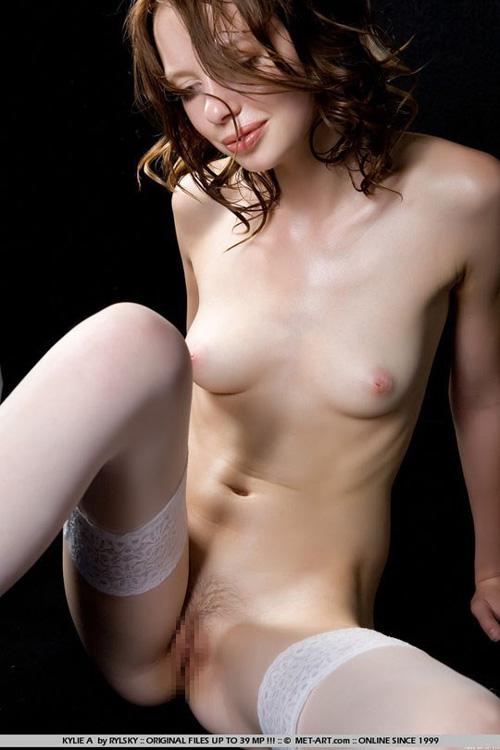 欧州x西アジア系コーカソイド族のカイリーという女の子。