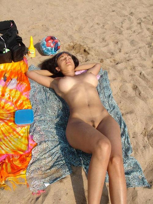 ヌーディストビーチっておっぱいだらけで楽園28