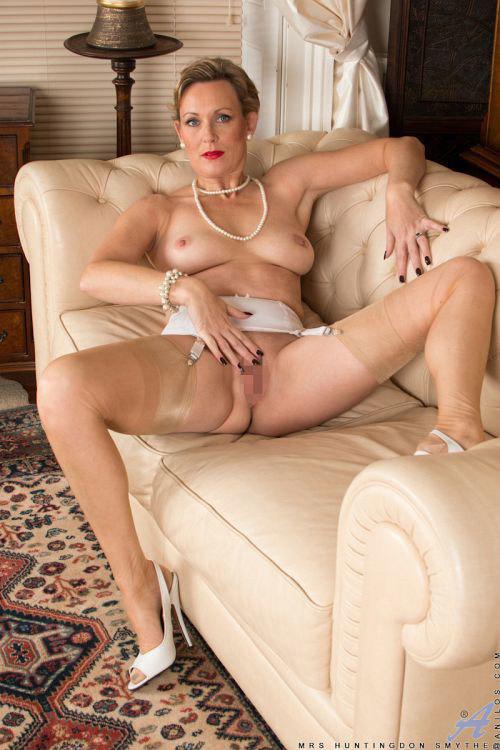 性欲減退とは無縁の金髪美熟女さん、今日も垂れ巨乳とデカ尻丸出しでオ○ニーに励んでしまうwBBAのスケベさ、パネェwww # 外人エロ画像と動画