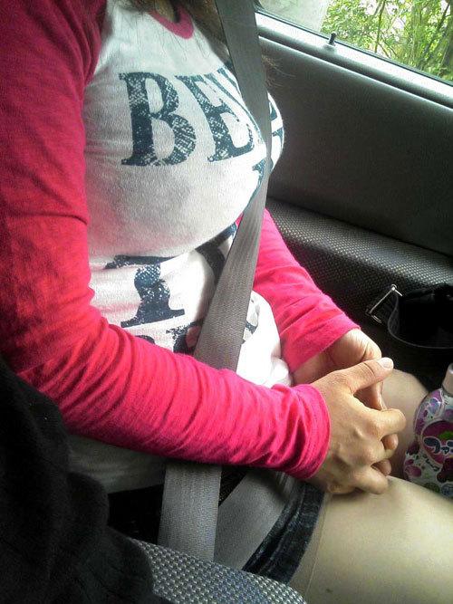 バッグの斜め掛けでおっぱいを強調した女の子27