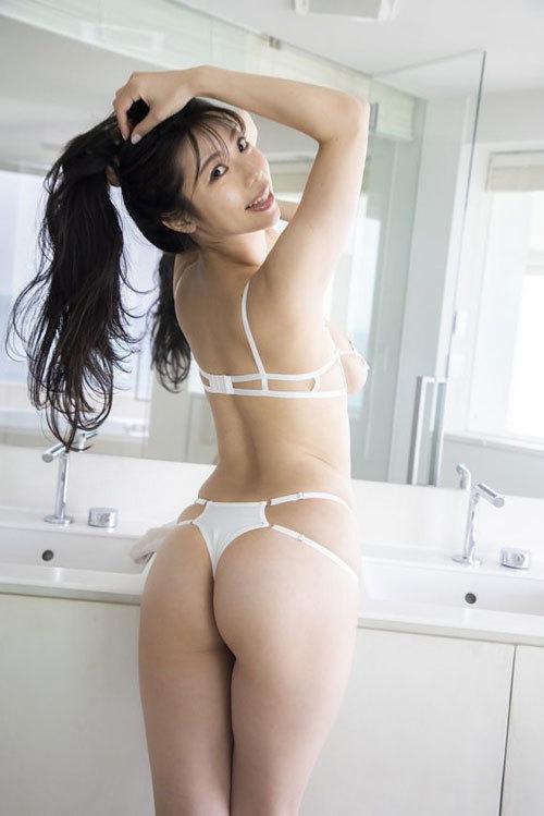 鈴木ふみ奈(30)がTバック解禁