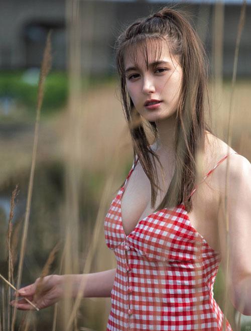 トラウデン直美 ヘルシーで美しい胸チラグラビア