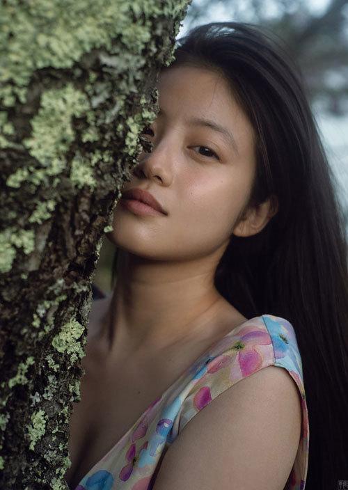 美しく花開いた今田美桜 女優モードの美麗グラビア