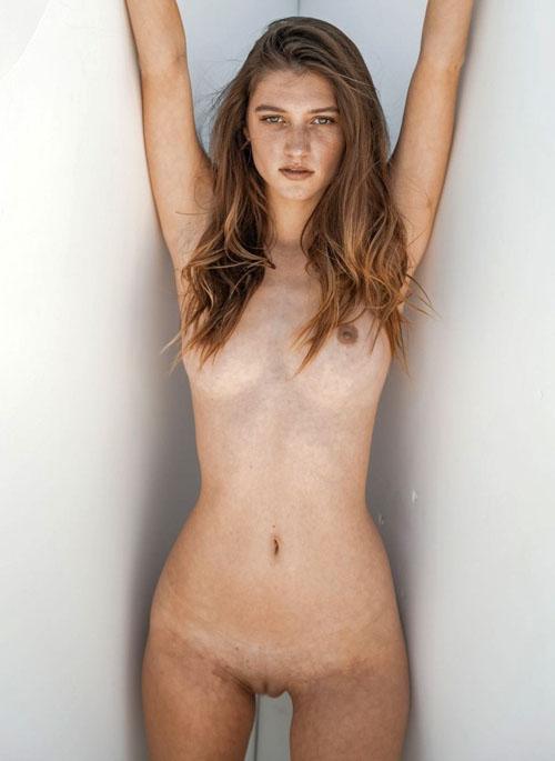 エリザベス・エラム、乳首ヌードがエロい!スーパーモデルがおっぱいも極上だったw