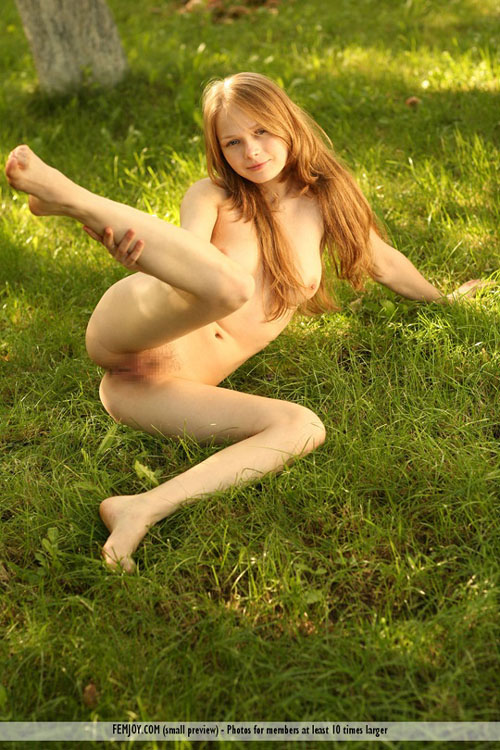 ドイツ人モデルのクレア、まるでちゅー高生のかわいらしい笑顔に癒される20枚