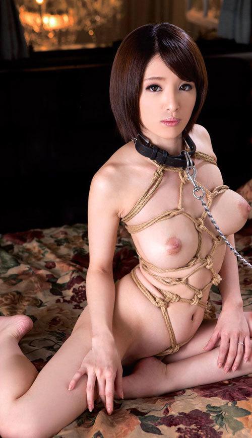 緊縛調教でおっぱいに縄が食い込んでるドM嬢1