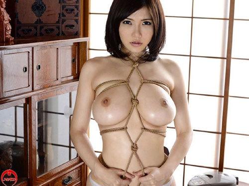 緊縛調教でおっぱいに縄が食い込んでるドM嬢5
