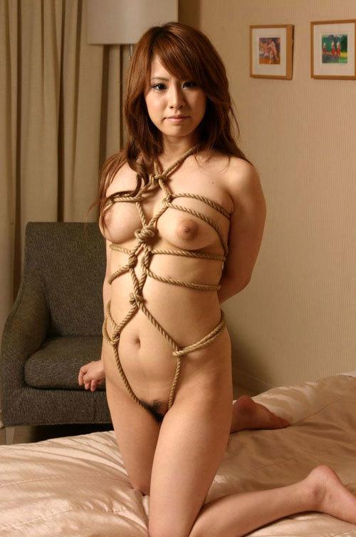 緊縛調教でおっぱいに縄が食い込んでるドM嬢21
