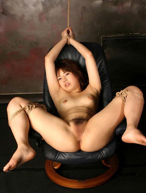 緊縛調教でおっぱいに縄が食い込んでるドM嬢28